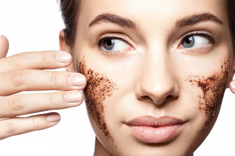 الخلطات لتقشير الوجه - أسهل الخلطات لتقشير الوجه