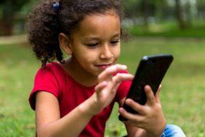 AAvU6VG 300x200 - أكثر من 3300 تطبيق Android تتبع الأطفال بطريقة غير سليمة