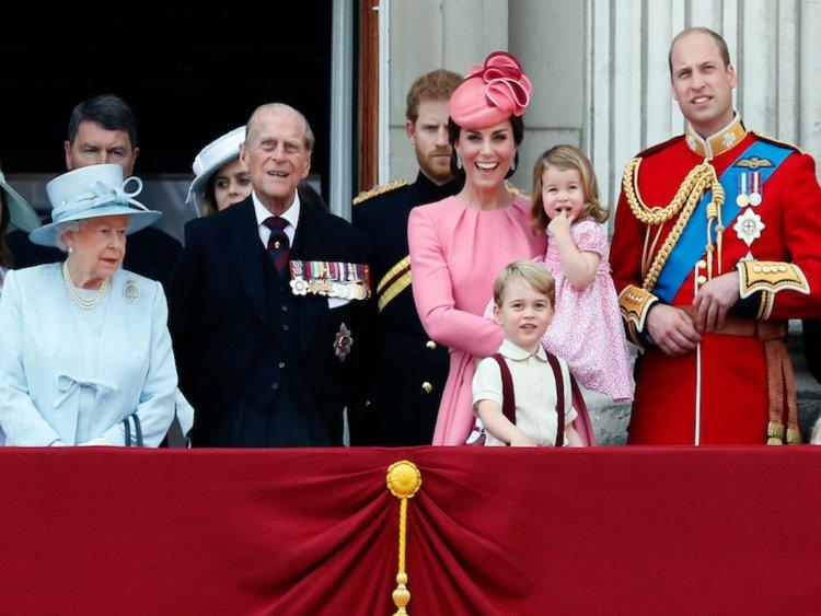 7 قواعد اللباس القواعد التي يجب على العائلة المالكة اتباعها1 - 7 قواعد اللباس التي يجب على العائلة المالكة اتباعها