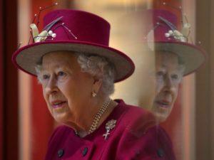 7 règles du code vestimentaire que la famille royale doit toujours suivre3 300x225 - 7 قواعد اللباس التي يجب على العائلة المالكة اتباعها