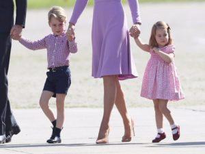 7 règles du code vestimentaire que la famille royale doit toujours suivre5 300x225 - 7 قواعد اللباس التي يجب على العائلة المالكة اتباعها