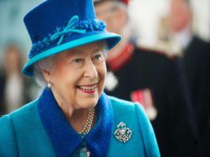 7 règles du code vestimentaire que la famille royale doit toujours suivre6 300x225 - 7 قواعد اللباس التي يجب على العائلة المالكة اتباعها