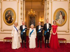 7 règles du code vestimentaire que la famille royale doit toujours suivre8 300x225 - 7 قواعد اللباس التي يجب على العائلة المالكة اتباعها