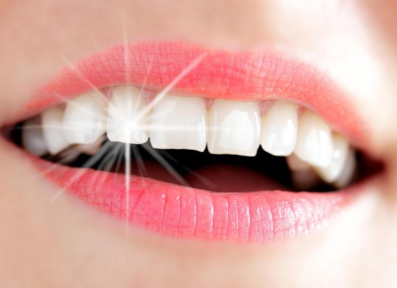 تحافظ على ابتسامة ناصعة البياض - كيف تحافظ على أسنانك ناصعة البياض ؟