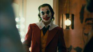 maxresdefault 3 300x169 - سواء أحببته أم كرهته ، يعرض فيلم جوكر Joker خيالًا مغريًا