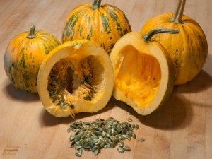 Pépins de courge 300x225 - Pumpkin seeds to prevent and treat prostate hypertrophy, cholesterol and gastritis