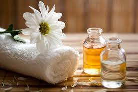 Voici comment reconnaître une vraie huile essentielle et ce qu'elle doit contenir - Here's how to recognize a real essential oil and what it needs to contain