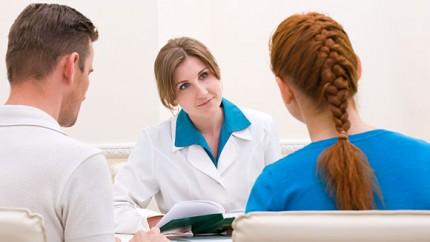 bg paar arzt 430x242 - Reconnaître l'infertilité chez la femme et chez l'homme