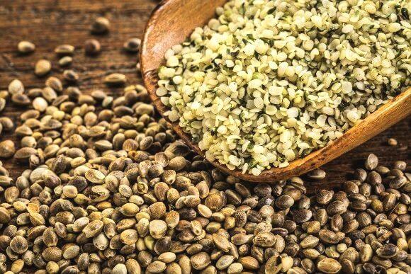 graine chanvre decortiquee entiere - كيفة استخدام بذور القنب في نظامك الغذائي