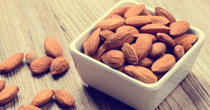 i124693  - Les avantages pour la santé qui vous poussent à manger des amandes tous les jours