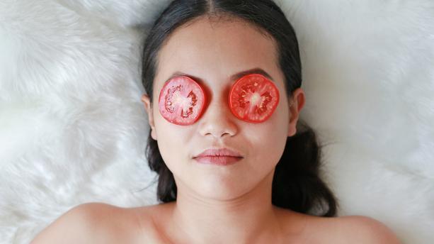 tomate soin de beaute 1500f4 0@1x - ما لاتعرفيه عن فوائد الطماطم للبشرة