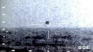 غامض كروي يغرق في المحيط في لقطات للبحرية الأمريكية - جسم غامض كروي يغرق في المحيط في لقطات للبحرية الأمريكية